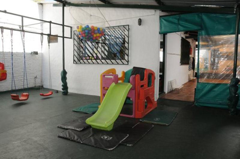 Jardin de infantes en olivos instalaciones del jard n semillitas for Juegos para jardin infantes